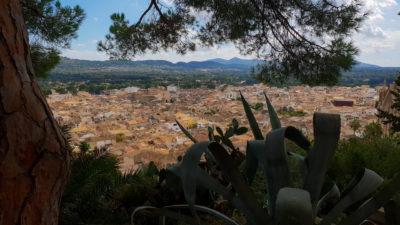 Výhled ze schodů k pevnosti