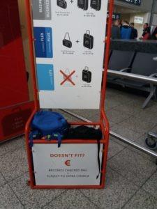 letiště, měření zavazadel před cestou