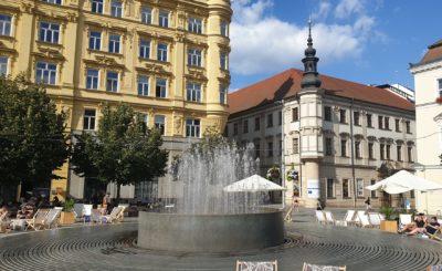 Kašna s verši Jana Skácela, Náměstí svobody Brno