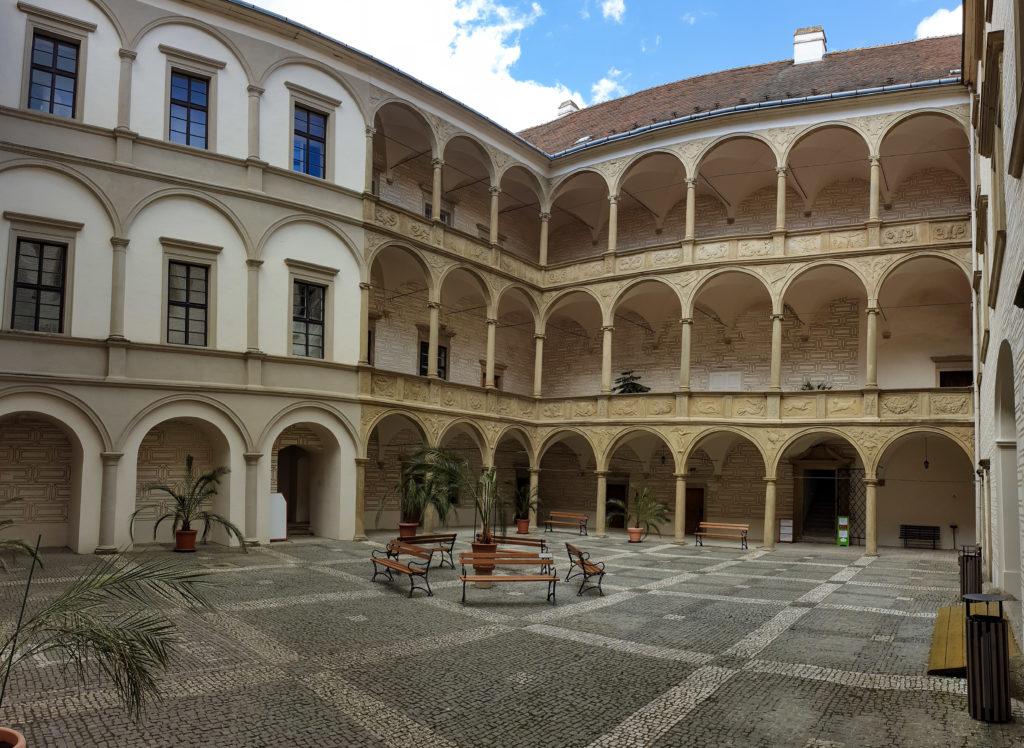 nádvoří zámku Rosice