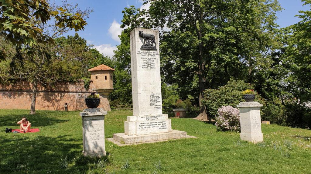 Brno, park Špilberk - Pomník italských karbonářů