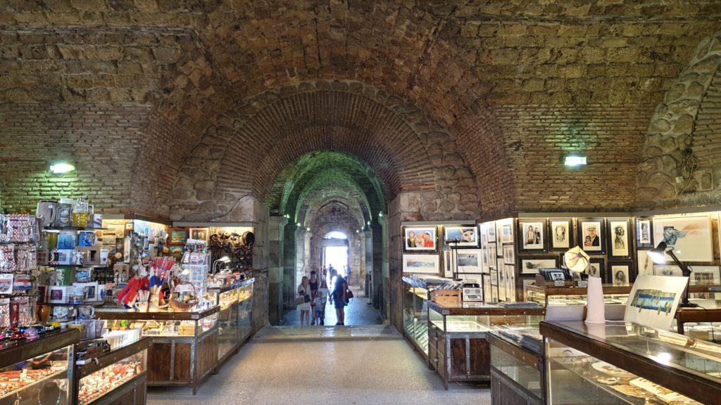 Split, chodby pod palácem