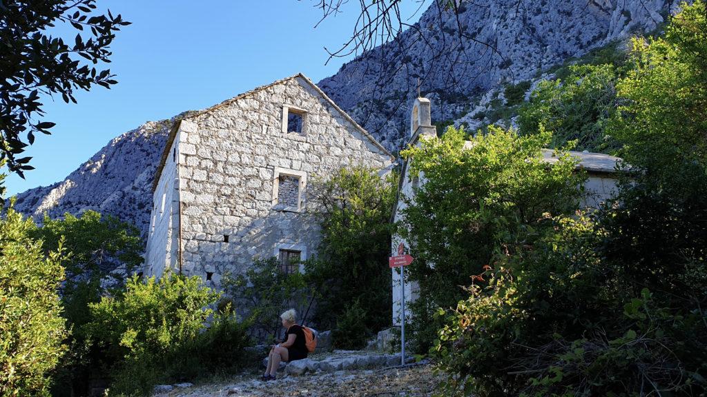 Kaplička v zaniklé vesnici, Chorvatsko
