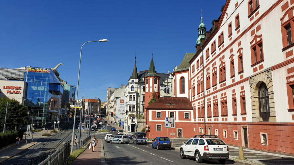Liberec zámek a obchodní galerie Plaza