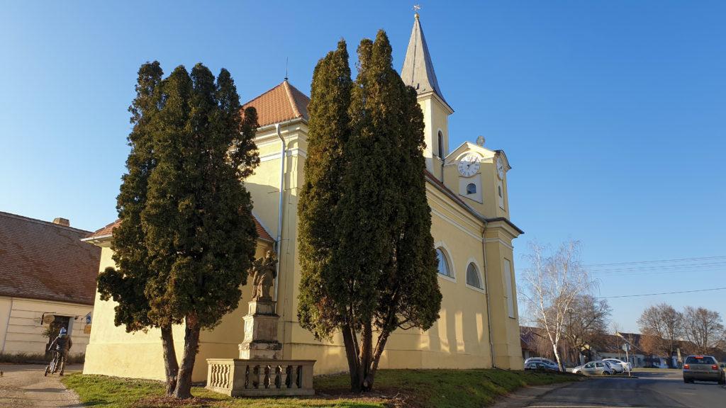 Iváň, kostel sv. Bartoloměje