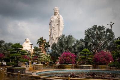 Vinh Trang Temple - stojící buddha