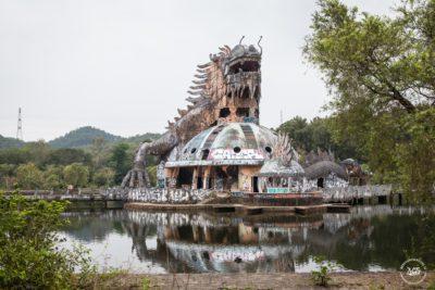 Opuštěný aquapark Ho Thuy Tien