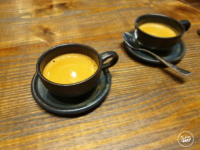 Káva v Casa Manila